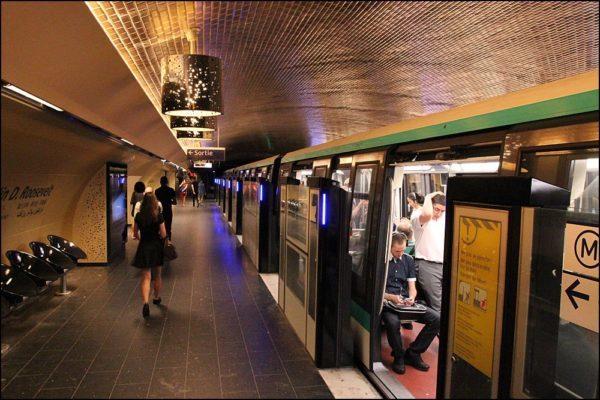 Внутри парижского метро