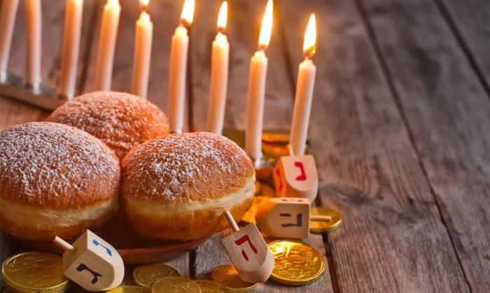 Пончики и свечи на Хануку