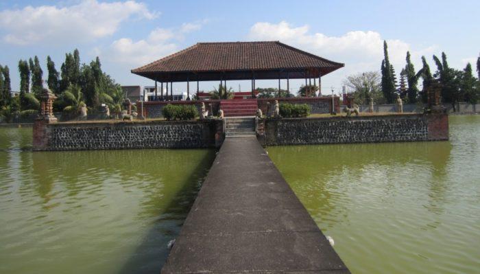 Водный дворец Маюра Ломбок